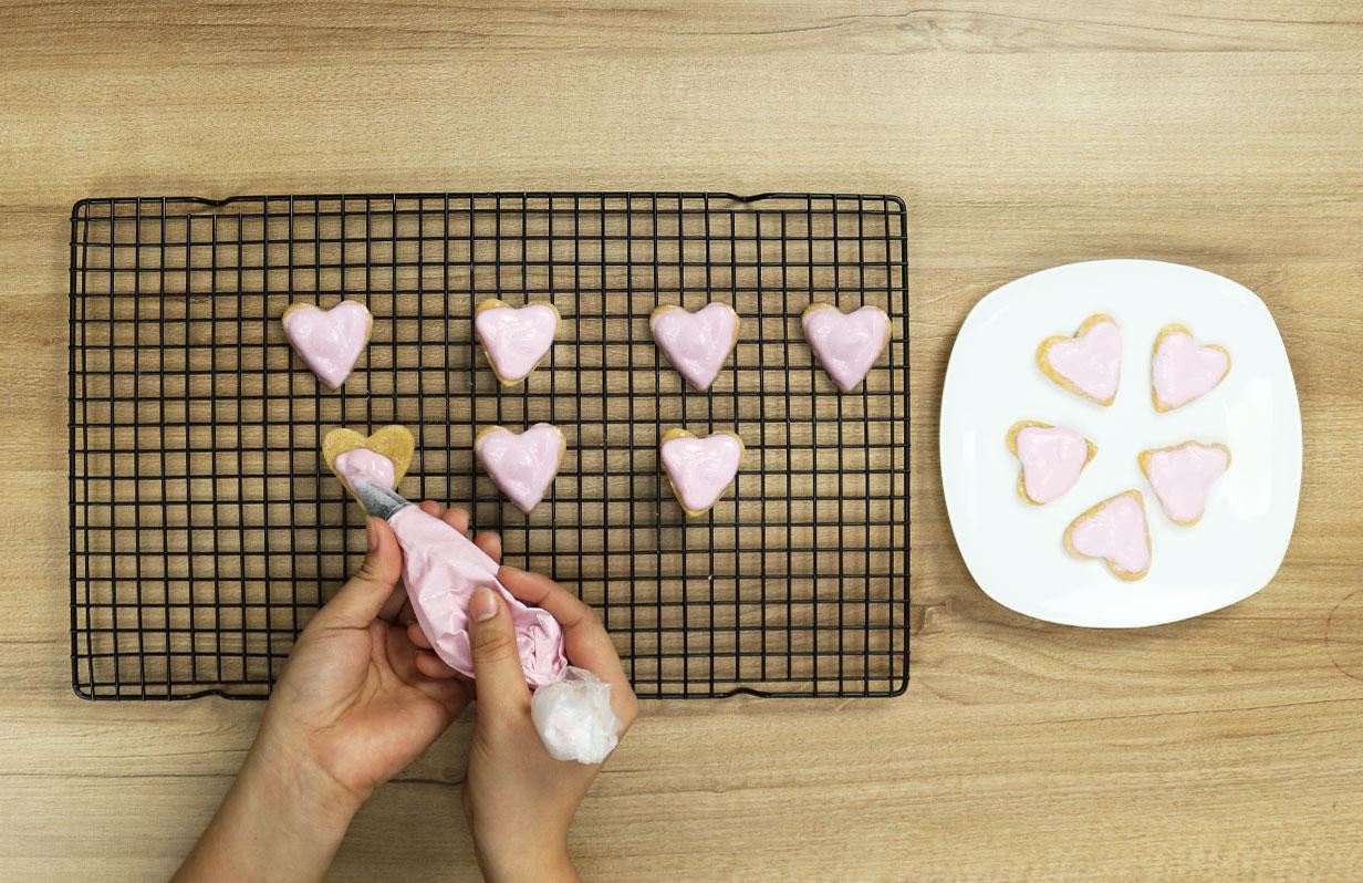 DIY VALENTINE'S DAY HEARTS
